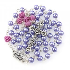 Ruženec s menom fialový perlový s fialovými ružami