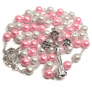 Ruženec s menom bielo-ružový perlový